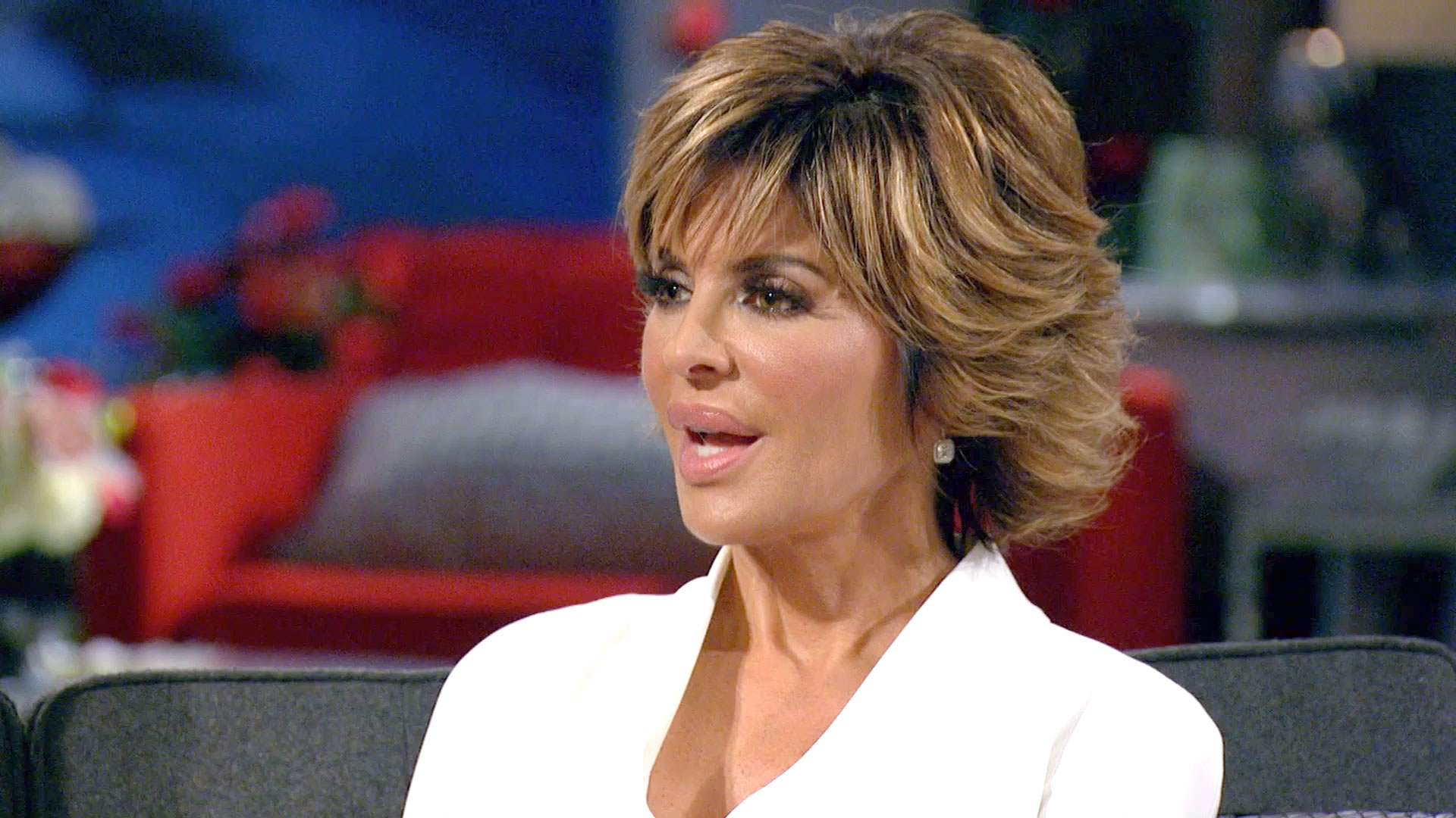 Holy Haircut Lisa Rinna Shows Off Freshly Shaved Head The Daily Dish